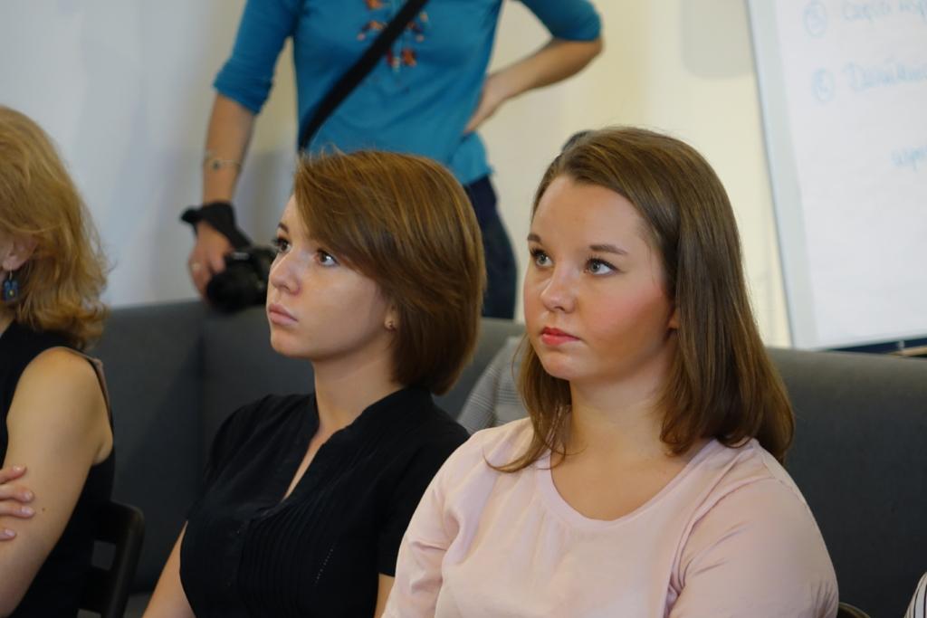 """Porcelanowe Aniołki- Ambasadorki Kampanii """"Zobacz...Znikam"""": Amelka i Tosia"""